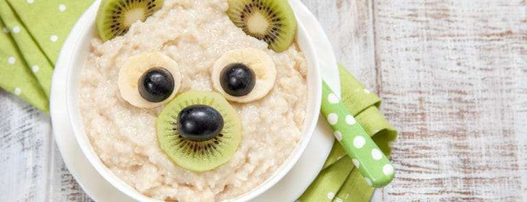 Porridge with fruit in the shape of a bear