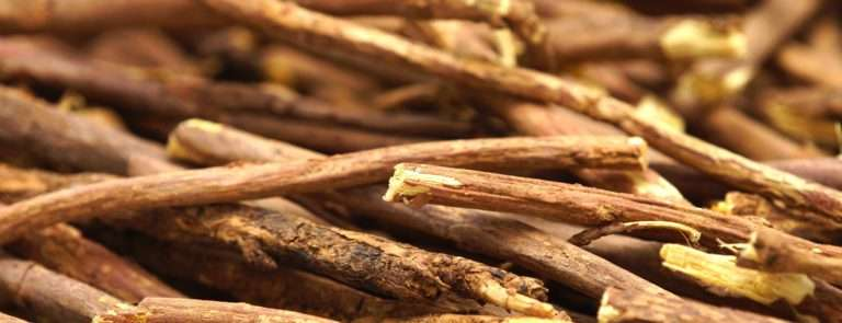 Liquorice root sticks on top of each other.