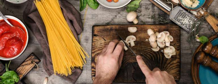 Chopping healthy vegetables to achieve weight loss