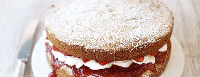 An egg-free Victoria sponge with strawberries and cream