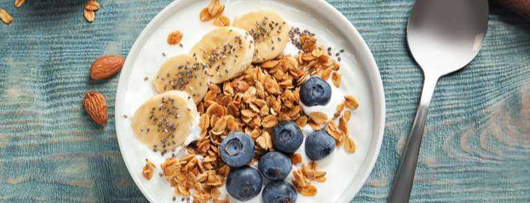 bowl of muesli and yoghurt