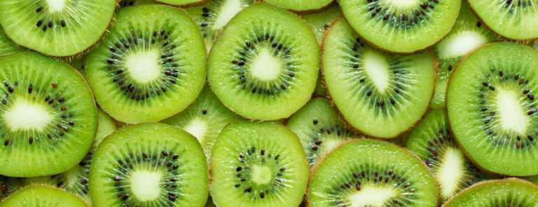 Slices of kiwi on top of eachother.